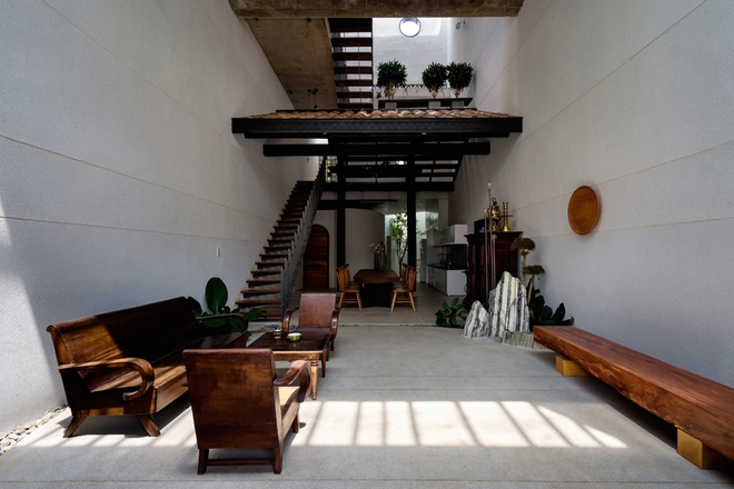 Ấn tượng với ngôi nhà trệt phong cách cổ xưa ở Bình Dương - 04