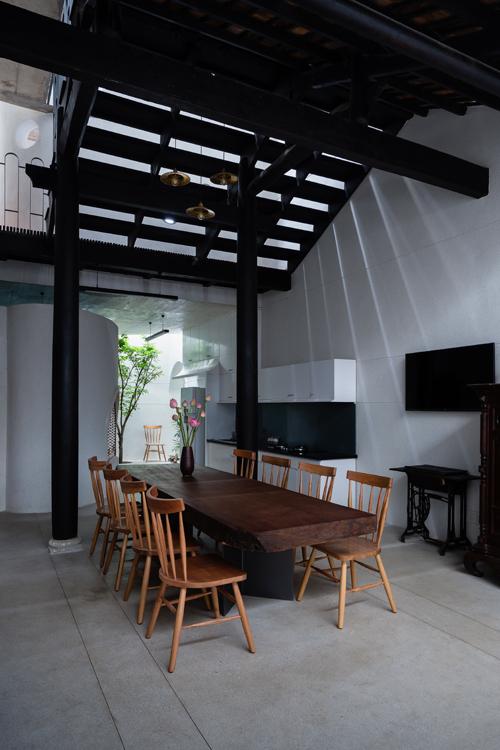 Ấn tượng với ngôi nhà trệt phong cách cổ xưa ở Bình Dương - 07