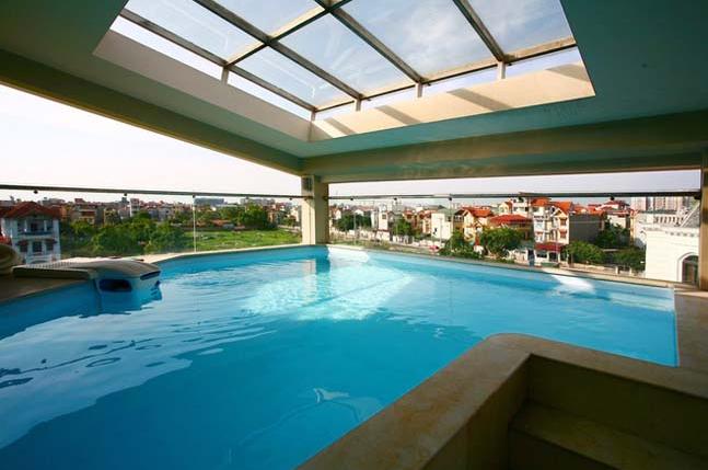 Biệt thự cổ điển 4 tầng có hồ bơi trên sân thượng