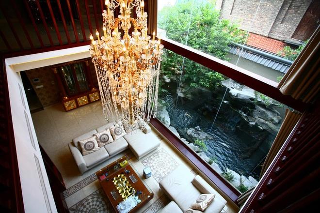 Biệt thự hồ bơi có sân vườn theo phong cách Nhật Bản