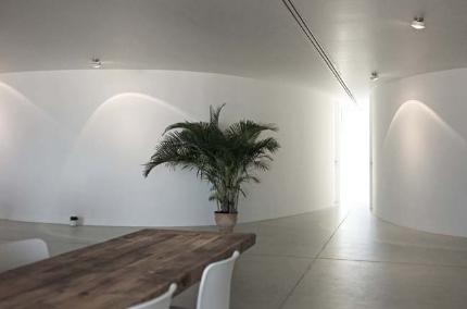 Căn hộ chung cư có những bức tường cong mềm mại