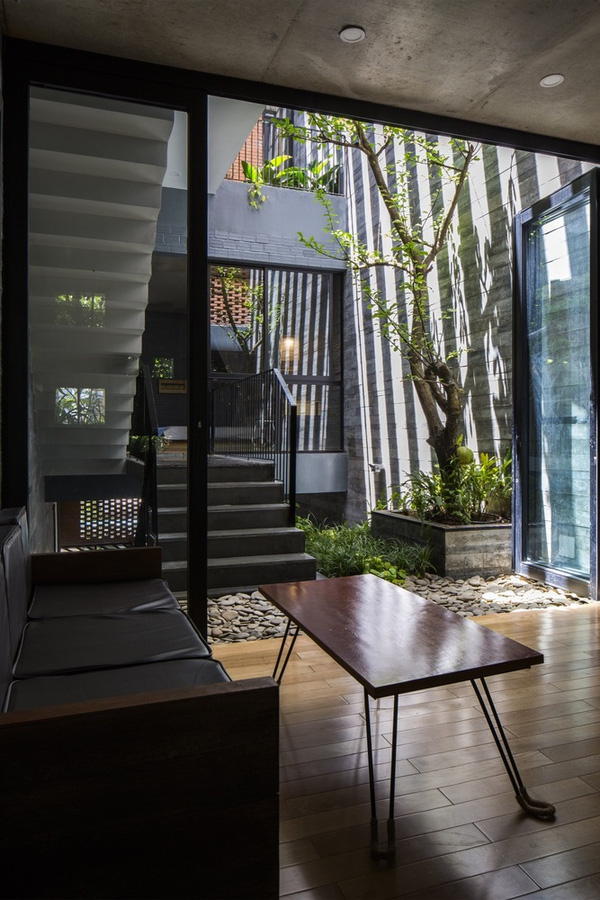 Ấn tượng với thiết kế mẫu nhà ống nhiều cây xanh giữa lòng đô thị - 05