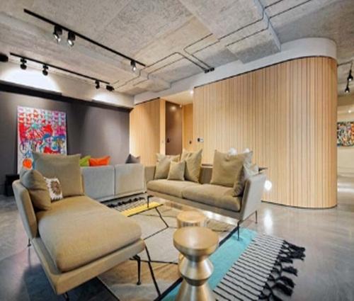 Chất liệu bê tông và gỗ trong thiết kế một căn hộ chung cư