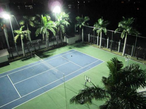 Choáng ngợp trước căn biệt thự cổ điển lộng lẫy có sân tennis