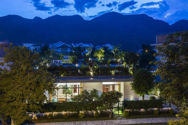 Ghé thăm biệt thự nhà vườn trên mái độc đáo tại Nha Trang