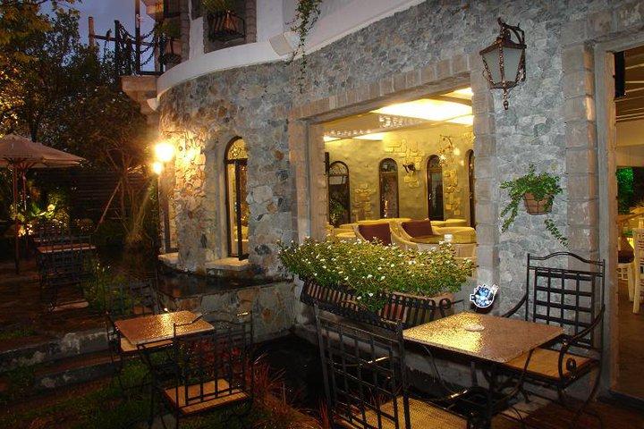 Legend cafe – quán cà phê biệt thự sang chảnh bậc nhất Sài Gòn