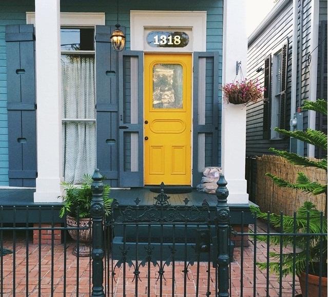 Mặt tiền nhà đẹp không đụng hàng với màu sơn độc đáo