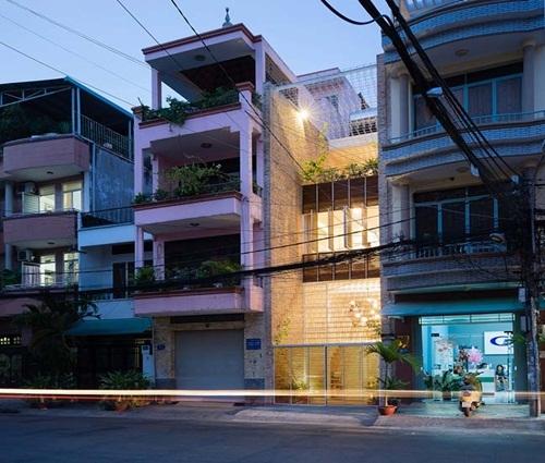 Mẫu nhà phố đẹp phá cách với hệ khung rỗng lập phương