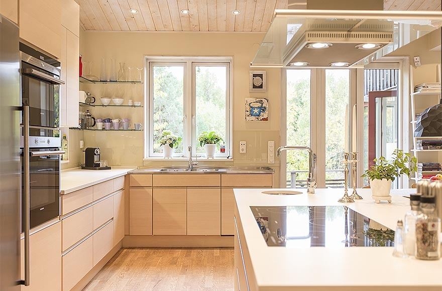 Thiết kế mẫu nhà trệt kết hợp gỗ và kính đẹp lạ lùng - 04