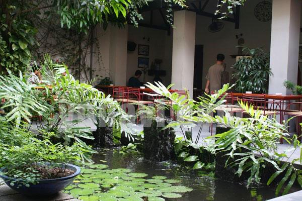 Mẫu quán cafe đẹp kiểu sân vườn