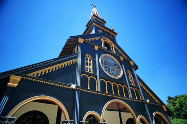 Ngắm nhìn kiến trúc nhà thờ độc đáo tại Kon Tum