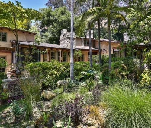 Ngôi biệt thự nhà vườn đẹp như truyện cổ tích