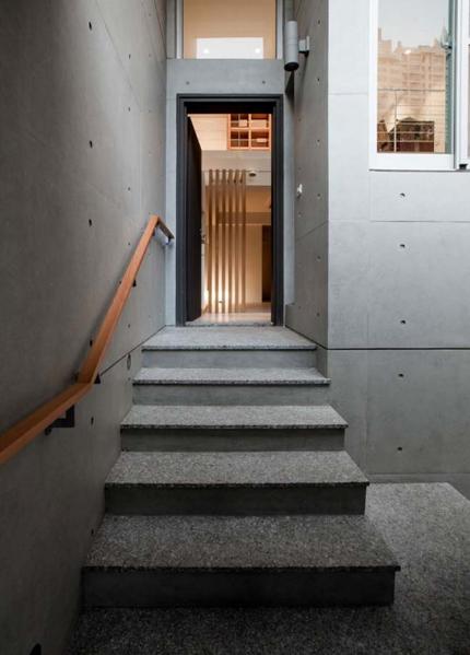 Ngôi nhà phố tông màu đơn sắc cao 5 tầng đẹp giản dị và hài hòa - 02