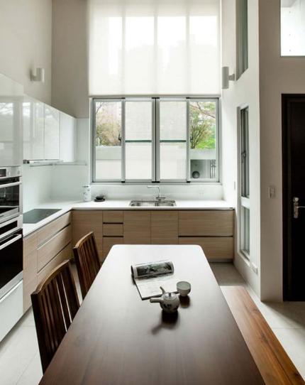 Ngôi nhà phố tông màu đơn sắc cao 5 tầng đẹp giản dị và hài hòa - 05