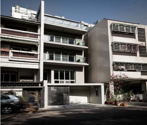 Ngôi nhà phố tông màu đơn sắc cao 5 tầng đẹp giản dị và hài hòa