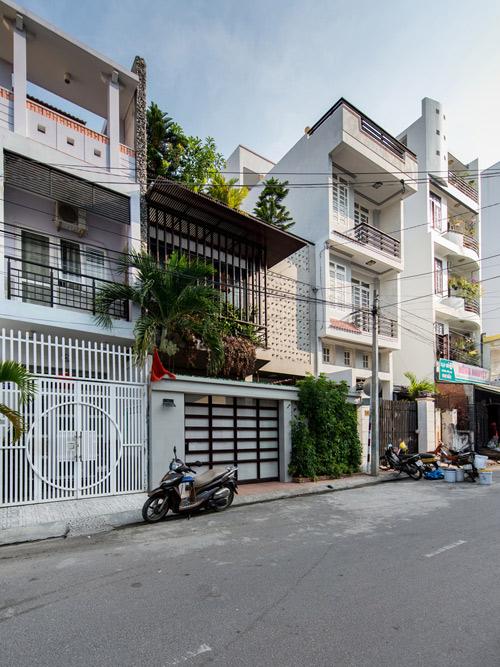 Ngôi nhà phố thiết kế mở nhưng vẫn kín đáo ở Nha Trang -01