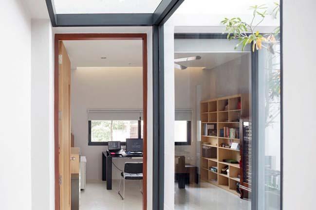 Ngôi nhà trệt cửa kính độc đáo tràn ngập ánh sáng - 04