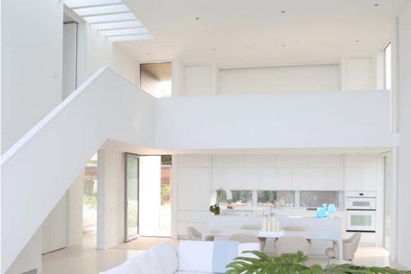 Thiết kế nội thất trắng xóa đẹp tinh khôi cho nhà phố 2 tầng