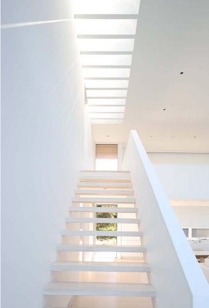 Thiết kế nội thất trắng xóa đẹp tinh khôi cho nhà phố 2 tầng - 04