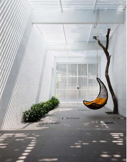 Mẫu thiết kế nhà phố 4 tầng có hồ bơi mang tên kính vạn hoa - 02