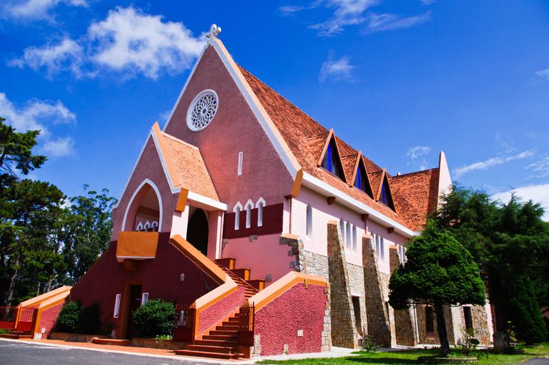 Nhà thờ Domaine De Marie trên đồi lộng gió ở Đà Lạt