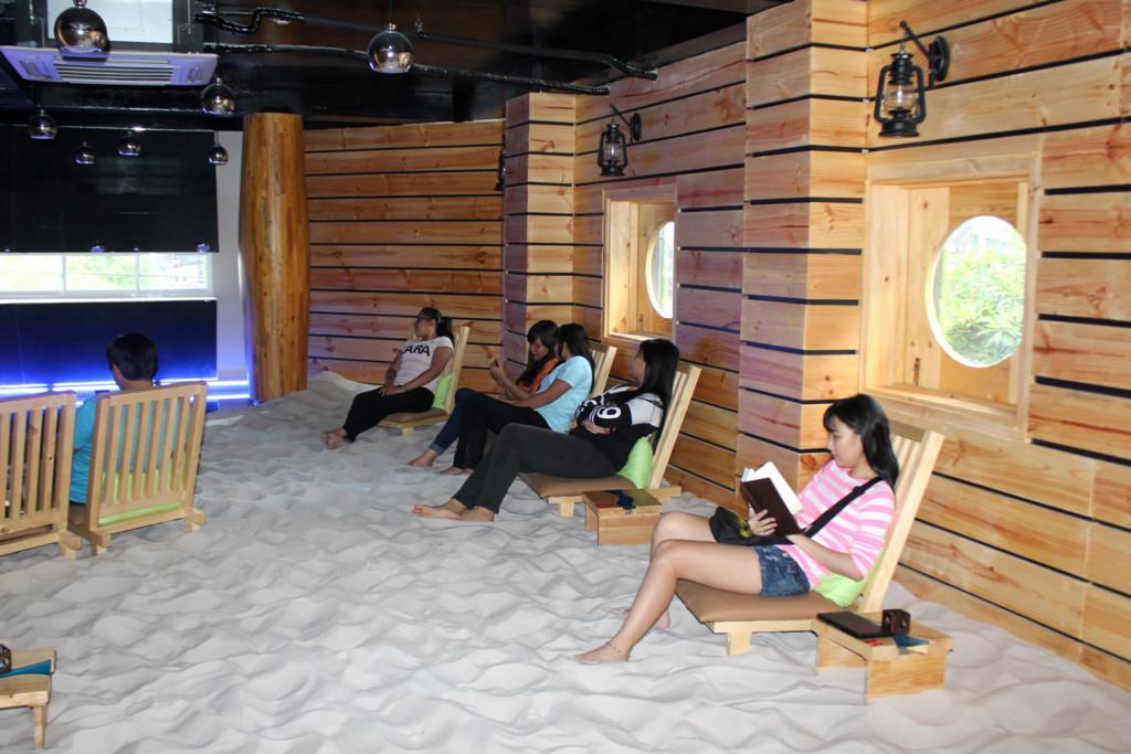 Quán cà phê được thiết kế lấy cảm hứng từ bãi biển tuyệt đẹp
