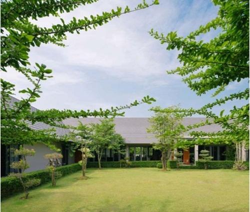 Thiết kế biệt thự nhà vườn có mái chữ A thoáng mát