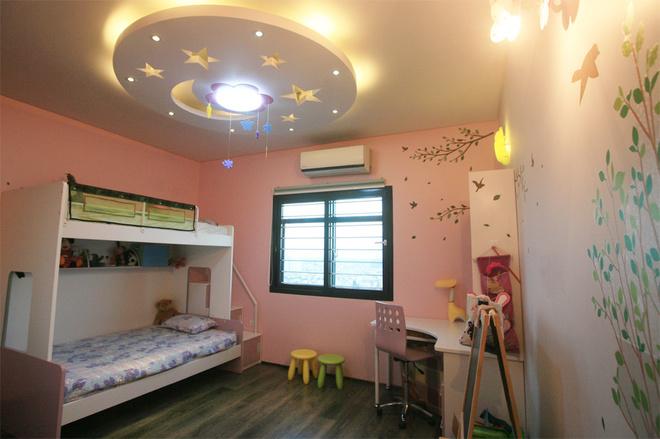 Thiết kế căn hộ chung cư 130m2 với bức tường gạch mộc độc đáo