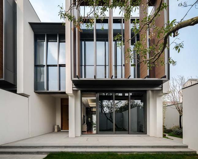 Thiết kế cửa đặc biệt của căn biệt thự 2 tầng