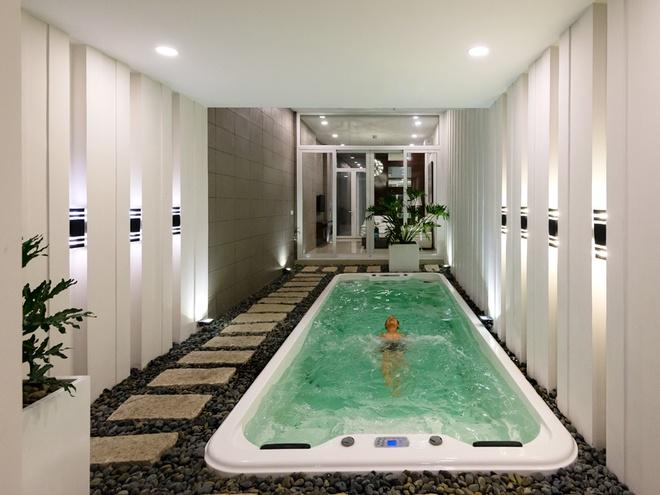 Thiết kế nhà ống có bể bơi trong nhà tiện nghi - 02