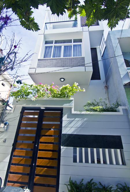 Thiết kế nhà phố chắn nắng phía Tây - 01