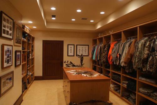 Thiết kế phòng thay đồ nam chuẩn men cho các quý ông