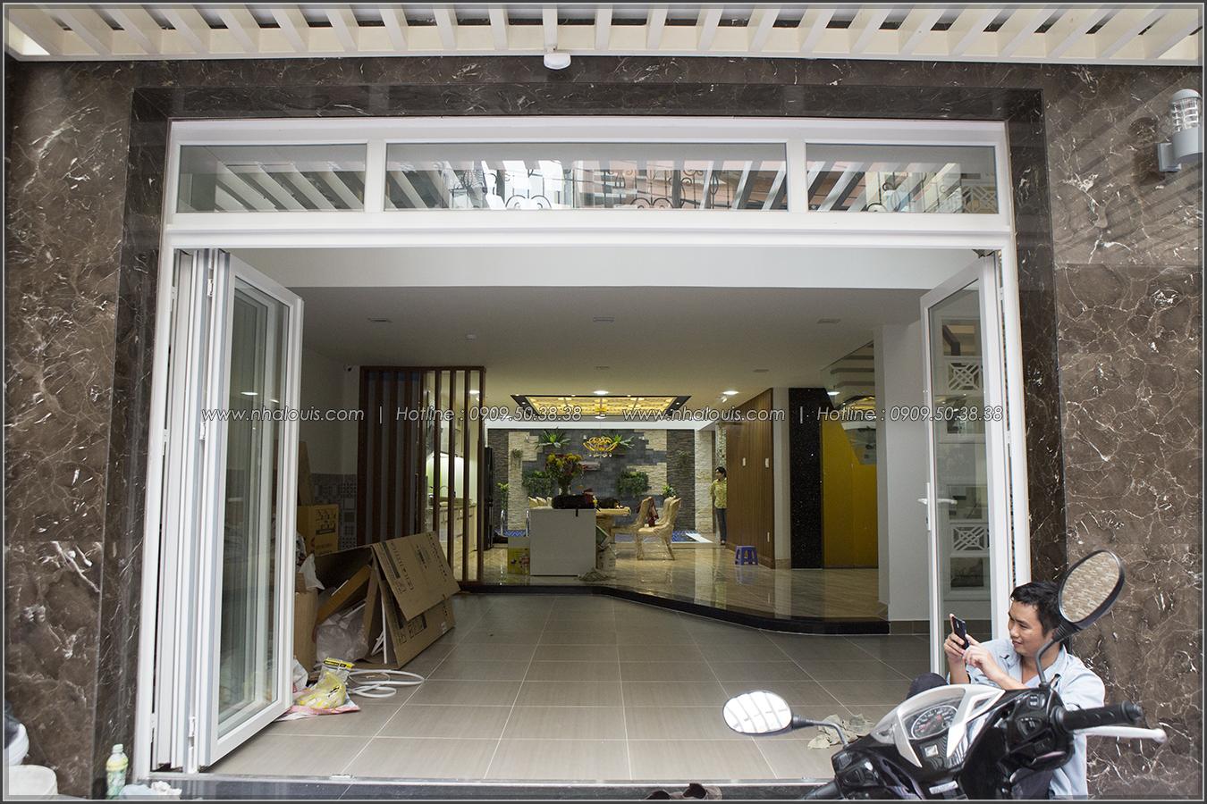 Thiết kế và thi công biệt thự phố đẹp với hồ bơi xanh mát tại Tân Bình - 02