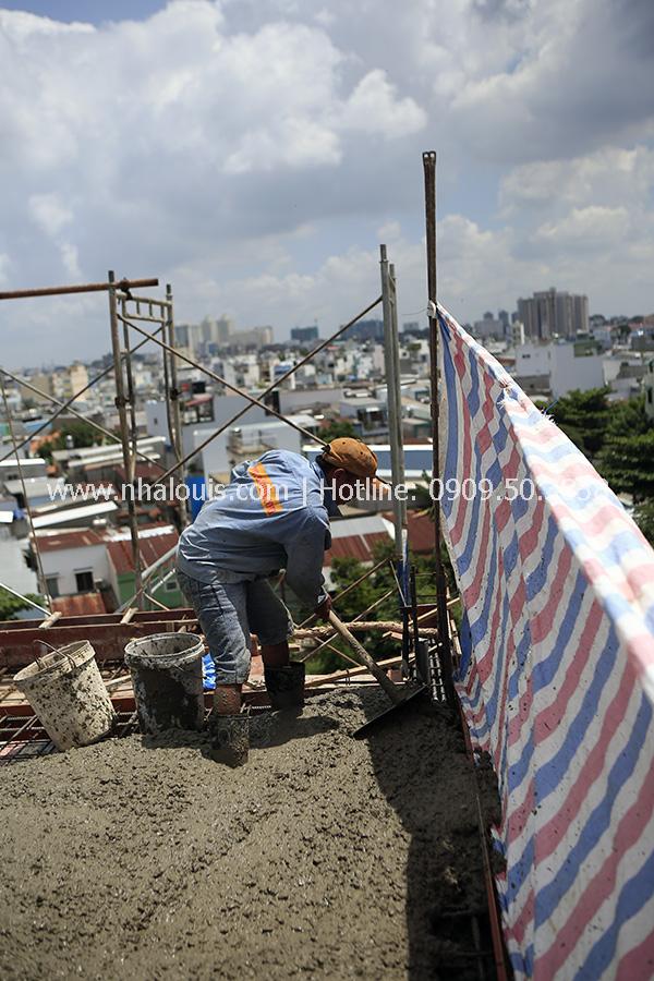 Tin mới- Đổ bê tông sân thượng nhà phố 5 tầng tại quận 8