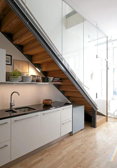 Bếp đẹp ở gầm cầu thang, tại sao không