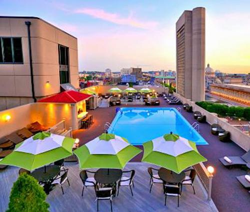Thêm bể bơi trên sân thượng, thêm niềm vui cho ngày mới