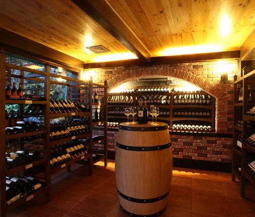 Những lưu ý khi thiết kế biệt thự có tầng hầm trưng bày rượu