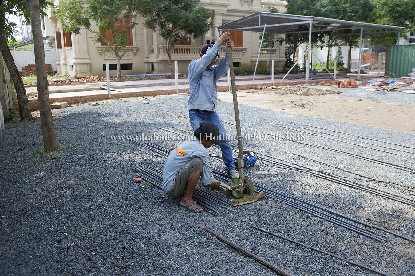 Chuẩn bị đổ bê tông sàn lầu 1 nhà phố tân cổ điển tại quận 7
