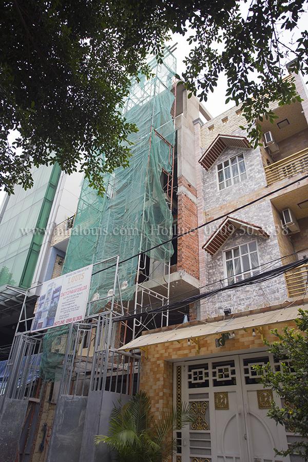 Gấp rút tô tường, cán nền- Hoàn tất quá trình xây thô nhà phố hiện đại Tân Phú