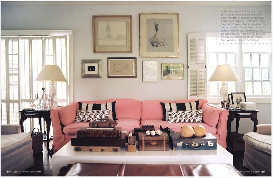 Một chiếc ghế sofa hồng thôi cũng đủ làm không gian có điểm nhấn