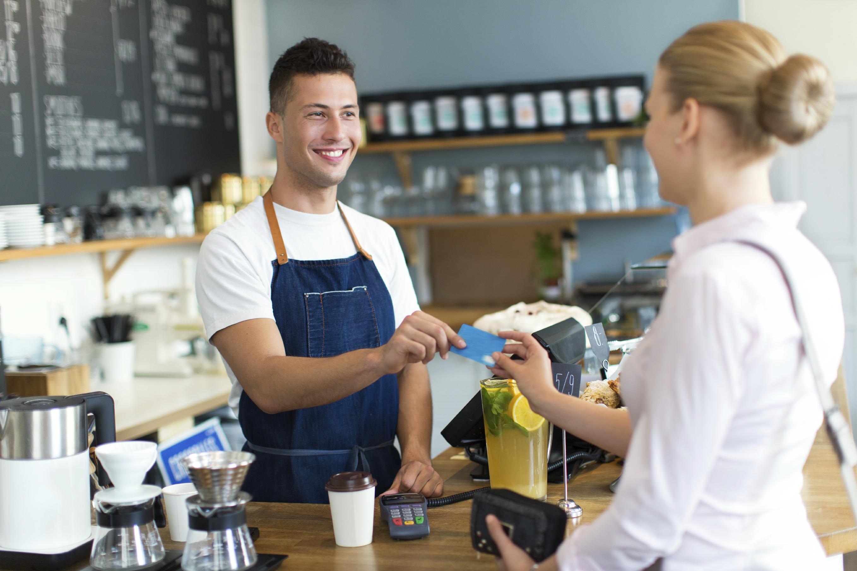 Quán cafe đơn giản nhưng khách vẫn nườm nượp ra vào, bí quyết ở đâu