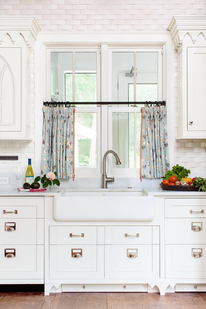 Thêm chút điệu đà cho không gian phòng bếp với rèm cửa