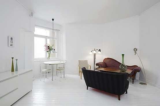 Bất chấp hình dáng méo mó, căn hộ nhỏ màu trắng vẫn rộng thênh thang