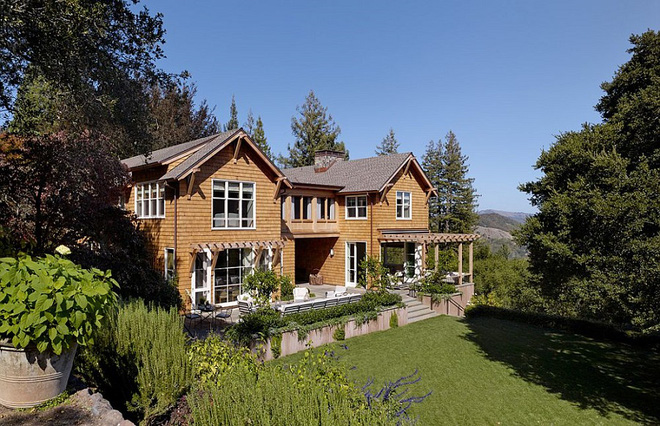 Có một biệt thự hiện đại đẹp như thế giữa rừng cây xanh mát