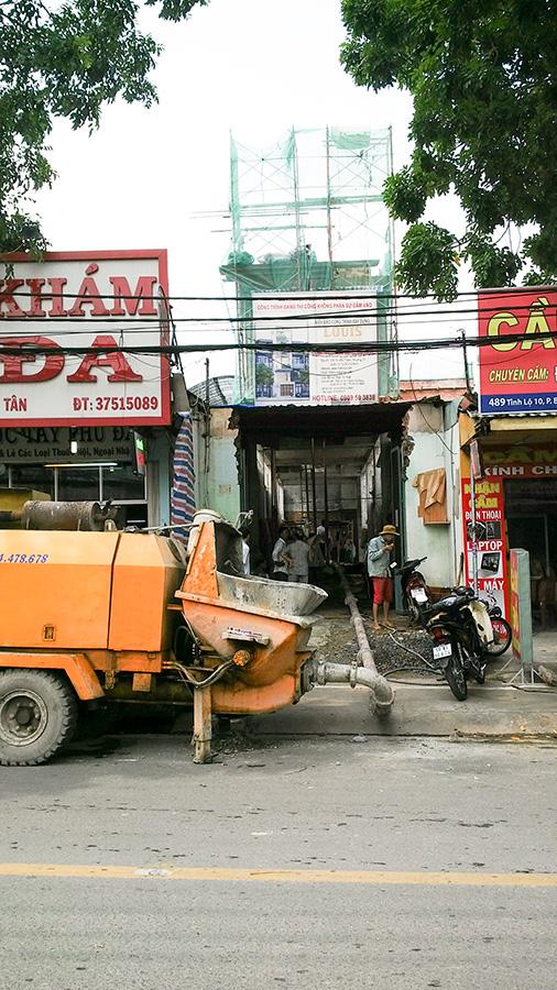 Đổ bê tông tầng một nhà phố hiện đại tại Quận Bình Tân