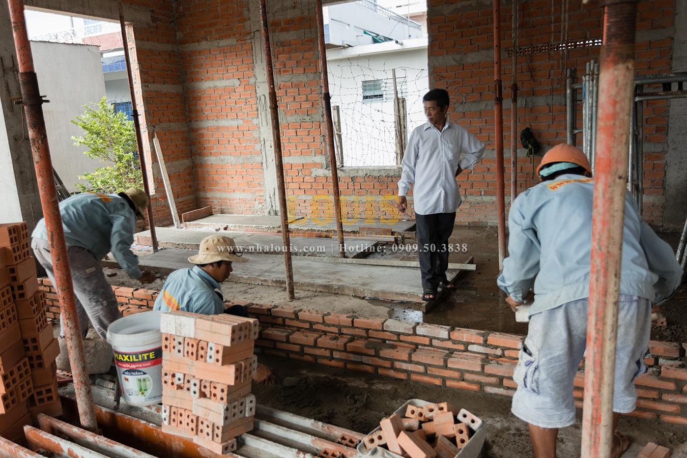 Duy trì tiến độ thi công xây dựng biệt thự tân cổ điển tại Tân Phú