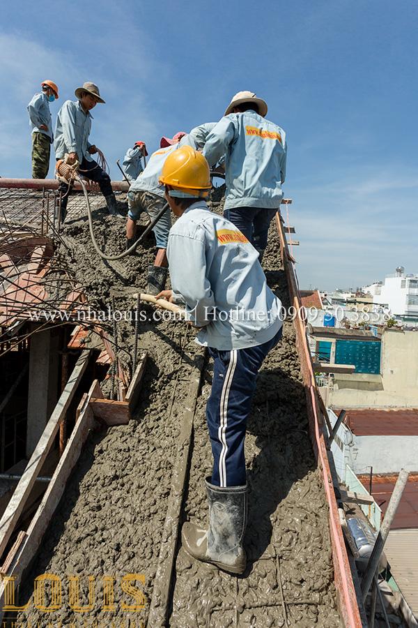 [Video] Hình ảnh đổ bê tông mái biệt thự tân cổ điển tại Tân Phú