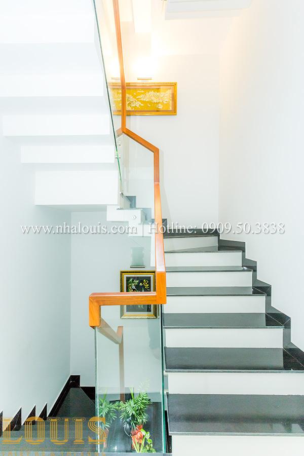 Nhà ống mặt tiền 4m 5 tầng đẹp và thoáng rộng nhờ chọn phong cách tối giản