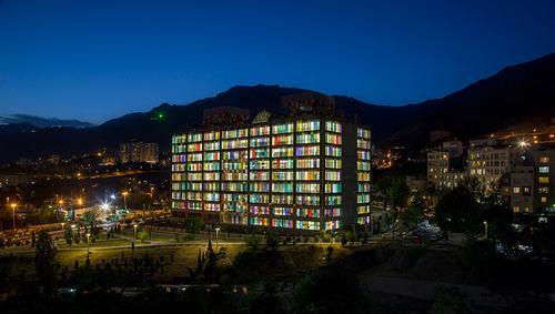 Ngắm tòa nhà văn phòng đa sắc màu của tập đoàn Kaveh Glass tại Iran