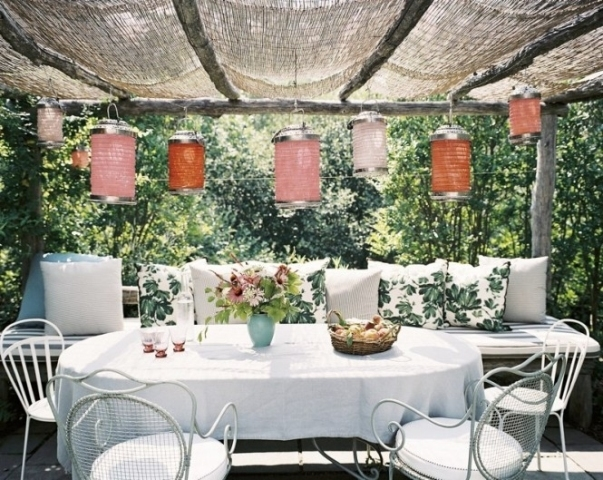 Ý tưởng thiết kế phòng khách ngoài trời siêu lãng mạn bạn không nên bỏ qua